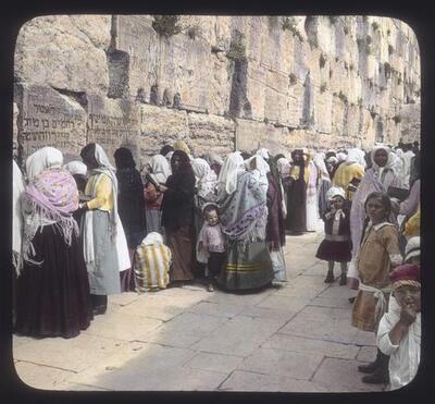 [Jewish women at the Wailing Wall]