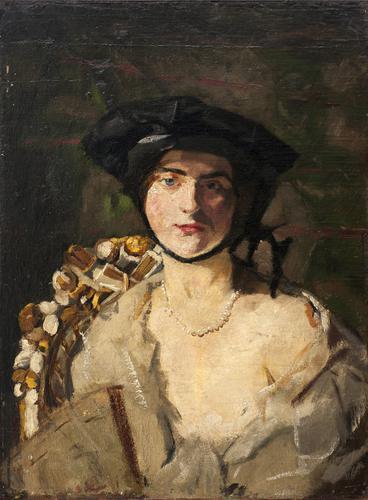 [Jonge vrouw met zwarte hoed met kinband]
