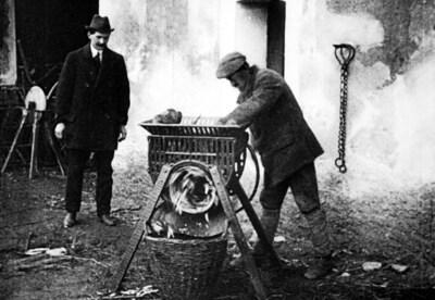Hospodářské stroje J. Klement, Hrobce