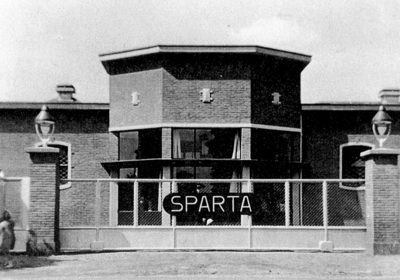 Ingang van de Sparta oijwiel en Motoren Fabriek.