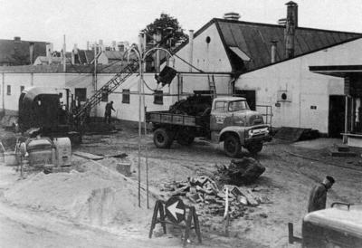 Grondwerkzaamheden op het terrein van de Sparta oijwielen en Motoren Fabriek.