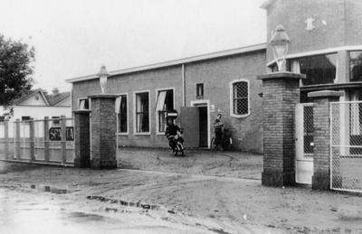 Personeelsingang van de Sparta oijwielen en Motoren Fabriek.