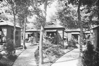 Sanatorium Berg en Bosch. Hutten voor de mannelijke nazorgpatiënten. Het Sanatorium was gelegen tussen de Juniperlaan en de J.C. Wilslaan