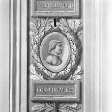 Decken- und Wandmalerei — Dekoration der Pilasterspiegel mit Porträtmedaillons