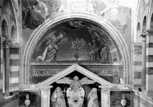 Dekoration der Altarnische