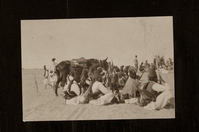 Ascari soldiers in the desert | Tripoli: Ascari nel deserto