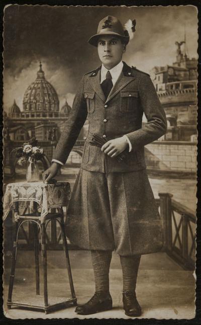 Postcard with Alpino in uniform | Cartolina postale con Alpino in uniforme
