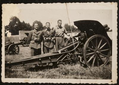 Soldiers with machine gun | Militari con armamenti