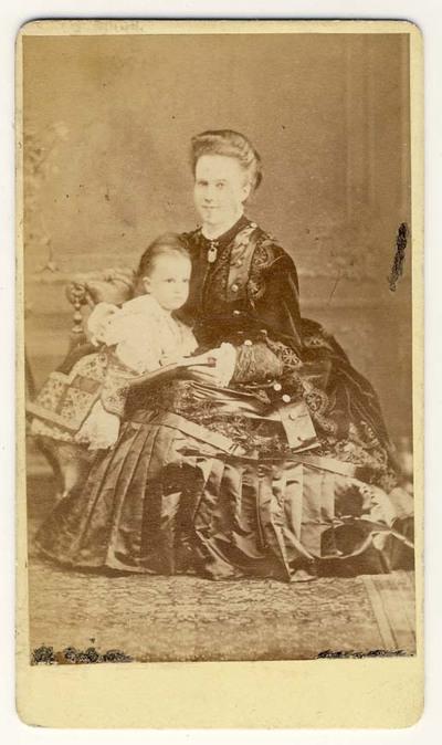 Regina Elisabeta a Românei cu fiica sa Prinţesa Maria