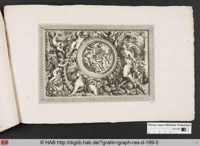 Deckenentwurf mit der Malerei eines antiken Herrschers mit Lorbeerkranz, Schild und einem Putto, gerahmt von Arabesken, Verzierungen, Putti, Girlanden und einer Sphinx, eingefasst in einen Ornamentrahmen.