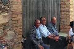 MOLLET DE PERALADA - Grup d'homes asseguts durant la Festa de la Verema.