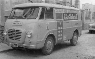 Pastas la Ideal, furgoneta repartidor amb publicitat.