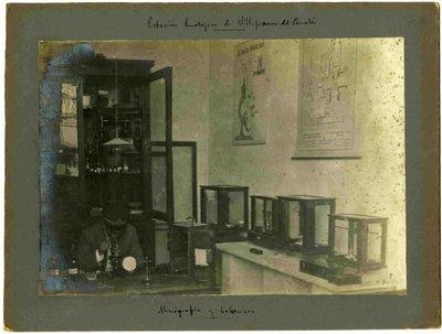 Micrografia i balances.