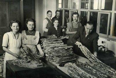 Repartiment de coques durant les festes patronals