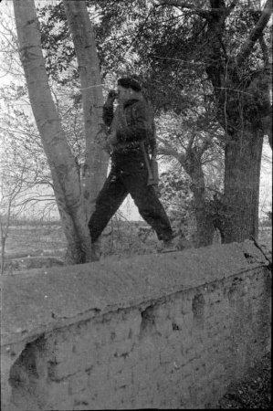 Combatent republicà amb binoculars al front d'Aragó