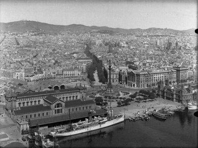 Vista parcial de Barcelona des del port