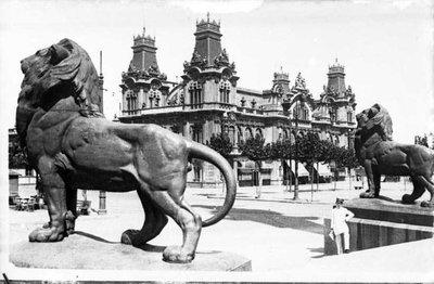 Edifici de l'Autoritat Portuària de Barcelona.
