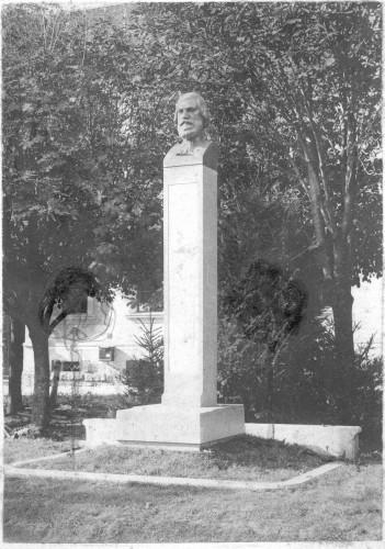 Spomenik Antunu Nemčiću u Križevcima