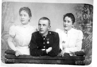 Slava Raškaj sa sestrom Paulom i bratom Juricom