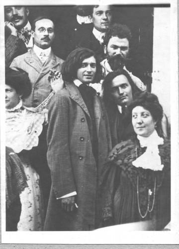 Tomislav Krizman i Ivan Meštrović s grupom ljudi