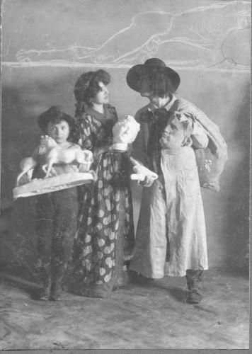 Ivan Meštrović s bratom Petrom i ženom Ružom Meštrović, Beč, 1904.
