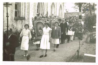1960. Wizyta biskupa i misjonarzy w parafii w Gostycynie