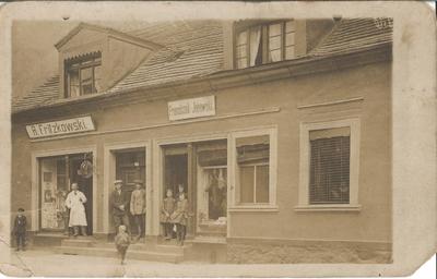 1927. Zakład fryzjerski Bonifacego Fritzkowskiego.