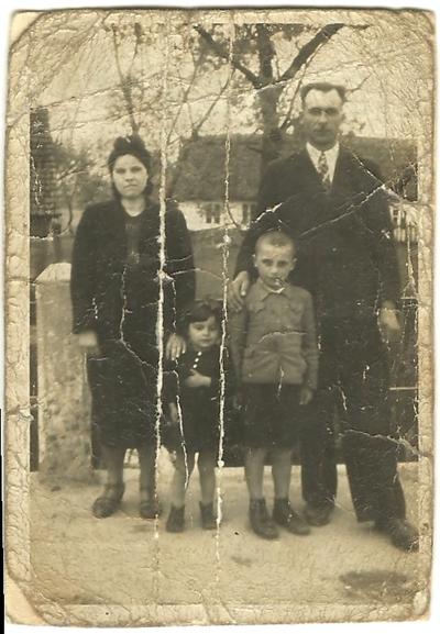 1943. Rejowiec. Aleksander Szczepański z żoną i dziećmi Adamem i Danutą