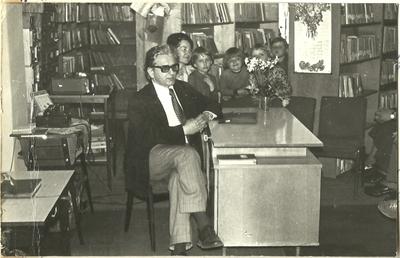 24.05.1977. Cezary Chlebowski na spotkaniu autorskim w Łabiszynie