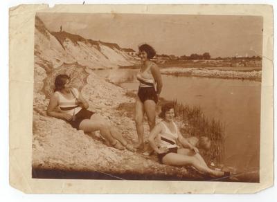 Dziewczyny nad rzeką Ługą we Włodzimierzu Wołyńskim