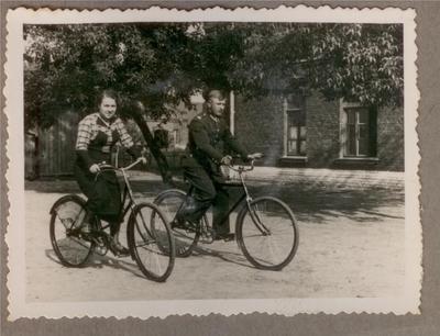 1930-1939. Na rowerach w koszarach 2 Pułku Strzelców Konnych w Hrubieszowie
