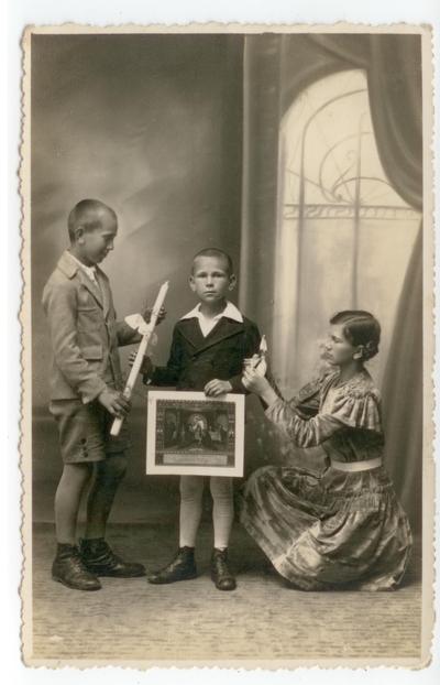 Pamiątka Komunii Świętej. Fotografia rodzinna
