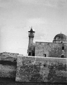 Aus der Bab-Kinesrin-Moschee auf den Hügelrand