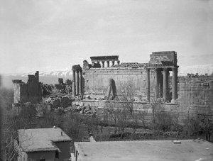 Baalbeck, Blick vom Hausdach auf die Tempelruinen