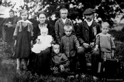 Valmieras apriņķa Ķieģeļu pagasts. Stūrīšu ģimene