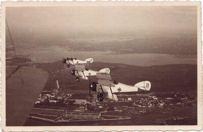 Latvijas armijas kara lidmašīnas virs Rīgas
