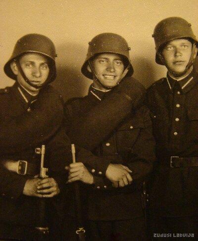 4. Valmieras kājnieku pulka karavīri