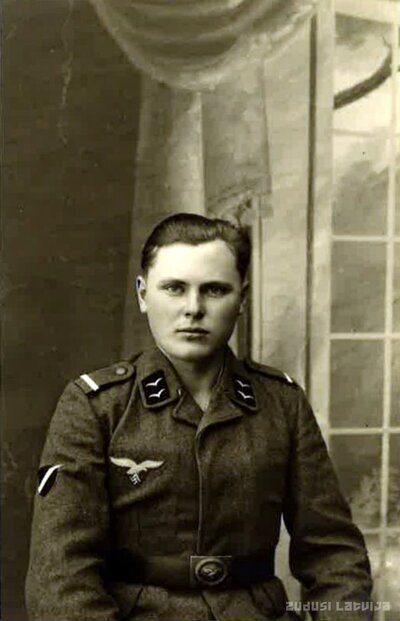 Vīrietis uniformā