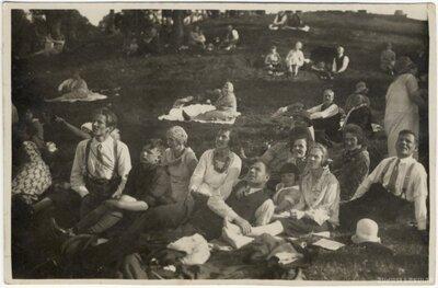 Aviācijas svētku skatītāji Rīgā Spilves pļavā