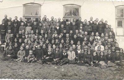 Dravnieku pamatskolas skolnieki