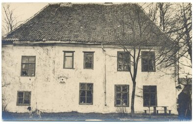 Doles muižas senākā ēka