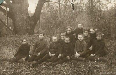 Garozas skolas skolnieki