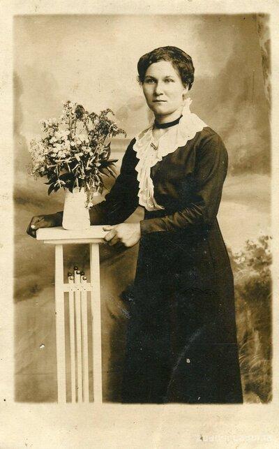 Neatpazītas sievietes portrets