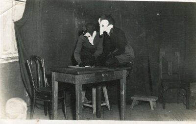 Teātra izrāde Garozas skolā