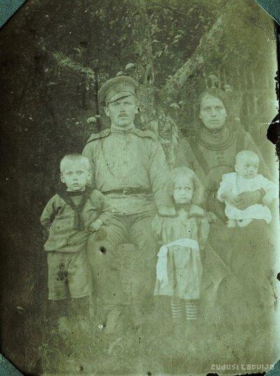 Ansis Grīnbergs ar ģimeni