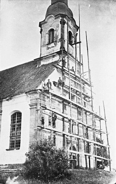 Zvana uzvilkšana Lēdurgas baznīcas tornī
