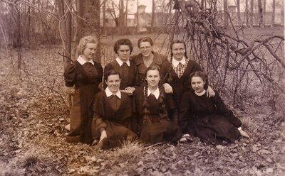 Preiļu lauksaimniecības un mājturības skolas skolnieces