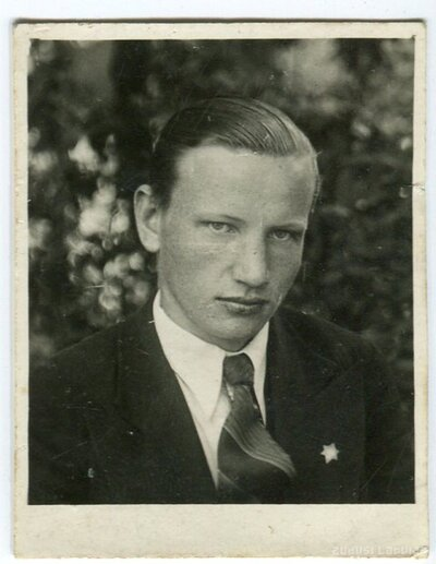 A. Akolovs
