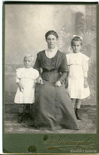 Milda, Anna un  Berta-Viktorija Lūkinas