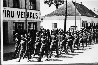 Latvijas armijas parāde Cēsīs